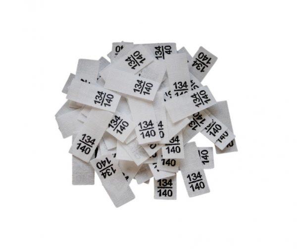 25 Textiletiketten - Größe 134/140 auf Mischband