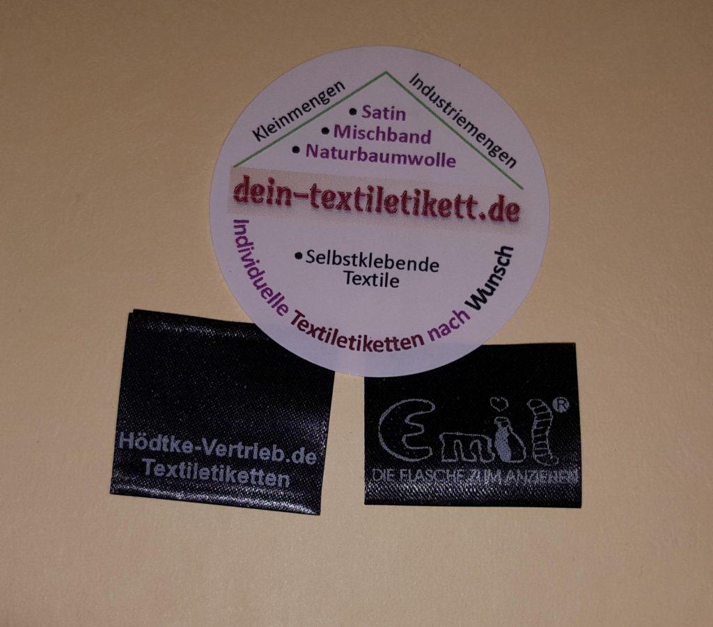 Individuelle Textiletiketten auf Satin, schwarz